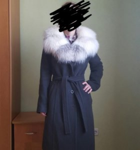 Зимнее пальто с воротником из натурального песца