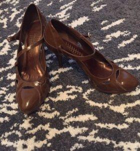 Туфли коричневые лаковые. Размер 40
