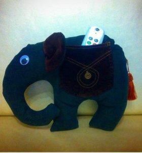 Подушка-игрушка слон-пультоносец)