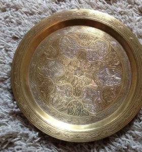 Коллекционная бронзовая тарелка