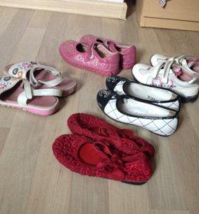 Много детской обуви