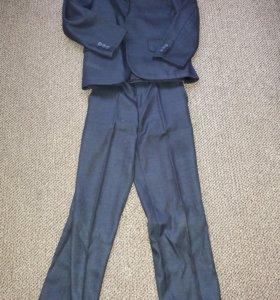 Темно-синий школьный костюм 134/140 и 2 брюк