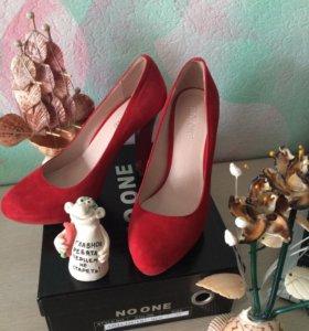 Туфли из красной натуральной замши