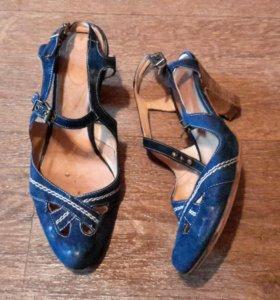 Синие кожаные туфли. 37 размер. Б / У