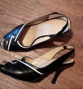 Чёрные кожаные босоножки. 39 - 39,5 размер. Б / У