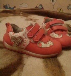 Обувь для девочки 22 размер.