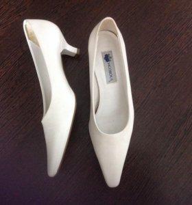 Туфли белые 39-40 р