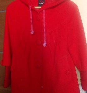 Пальто с капюшоном (состояние нового)