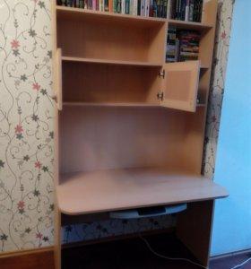 Письменный стол с надстройкой.