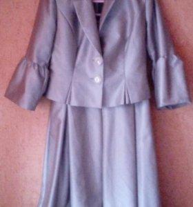 Костюм(платье и жакет)