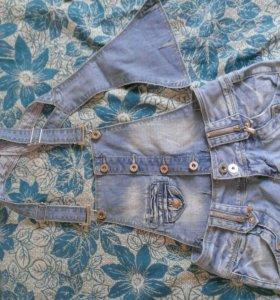 Продается джинсовый комбинезон