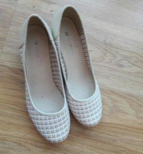 Натуральные туфли 39р