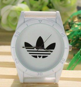 Часы белые adidas
