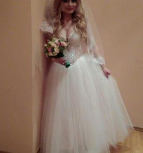 Свадебное платье, диадема и фата