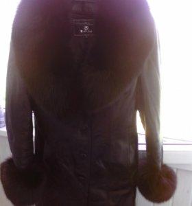 Кожаное пальто в отличном состоянии