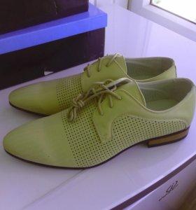 Мужские туфли бежевого цвета новые размер 44