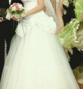Свадебное платье размер 44 Возможен торг!