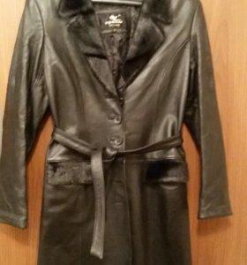 Пальто женское. Кожа  размер М
