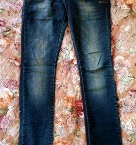 Темно-синие джинсы 44