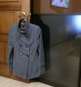 Осеннее пальто 42-44 размер