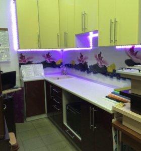 Продам угловой  кухонный гарнитур новый