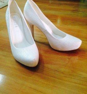 Белые свадебные туфли 38 размер