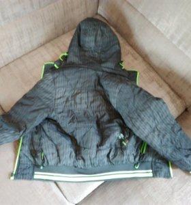 Куртка двухстороняя на мальчика 5-6 лет