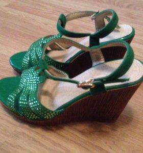 Туфли(босоножки)