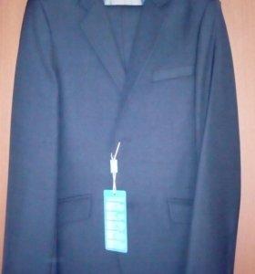 Продаю  новый костюм школьный