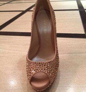 Туфли новые CASADEI 38 размер
