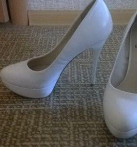 Белые туфли 38,5