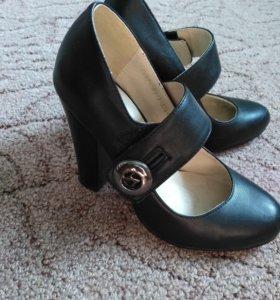 Туфли, почти новые носила два раз