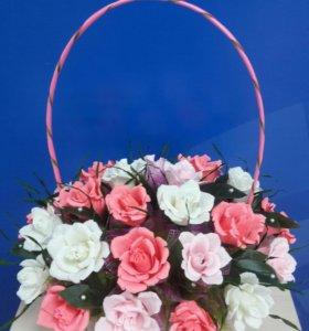 Букет корзина из роз с конфетами