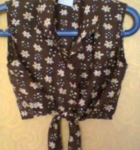Блузка коричневого цвета с цветочками