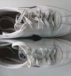 Кроссовски Nike