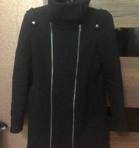 Демисезонное  пальто 44-46 bershka