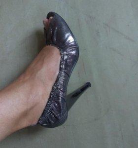 Туфли праздничные из нат. кожи.