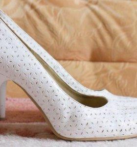 Туфли белые 36 р-р