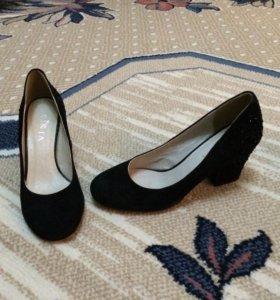 Туфли черные замшевые один раз одетые. 35 размер
