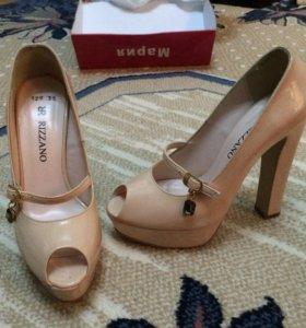Лаковые туфли новые 35 размер