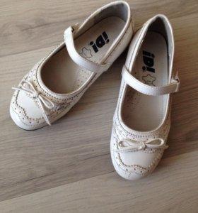 Туфли белые на девочку