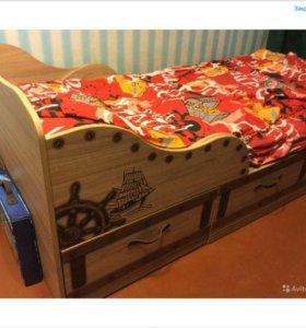 кровать детская и шкаф