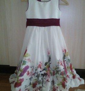 Красивое девочковое платье. На 10-11 лет.