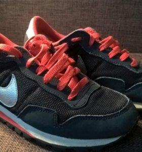 Кроссовки Nike б/у uk 3.5