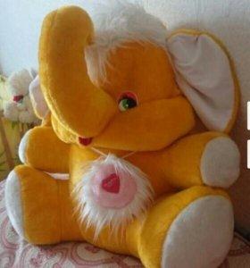 Большой слон игрушка