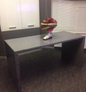 Обеденный стол из искусственного камня б/у