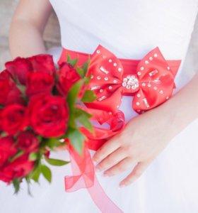 Сводебное платье с красным бантиком