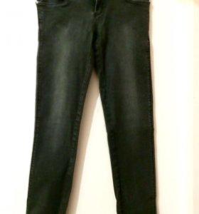 Брюки джинсы.