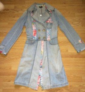 Джинсовое пальто D&G.