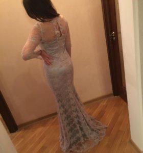 Длинное платье в пол со шлейфом